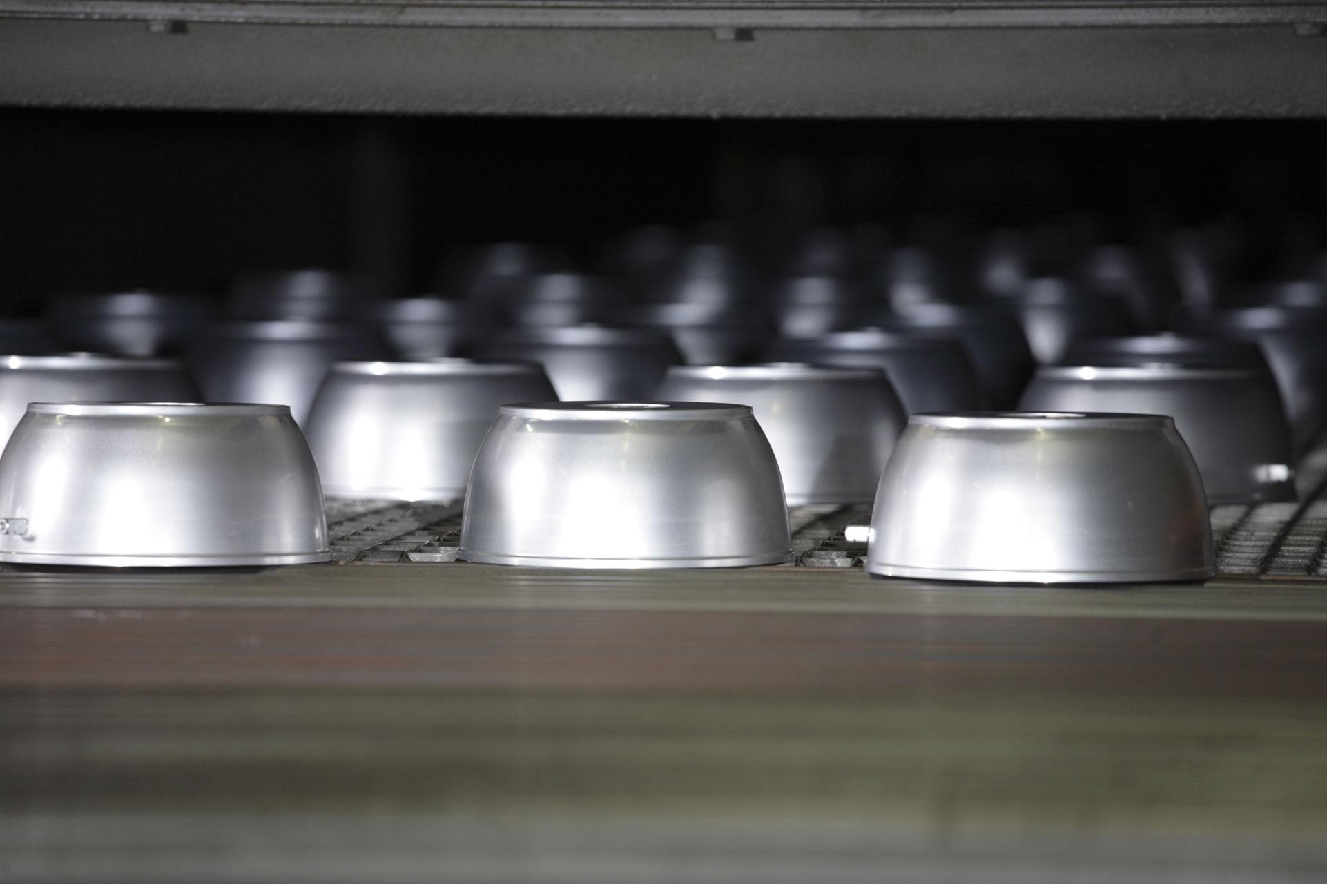 Padelle realizzate nella fabbrica Flonal di Fano
